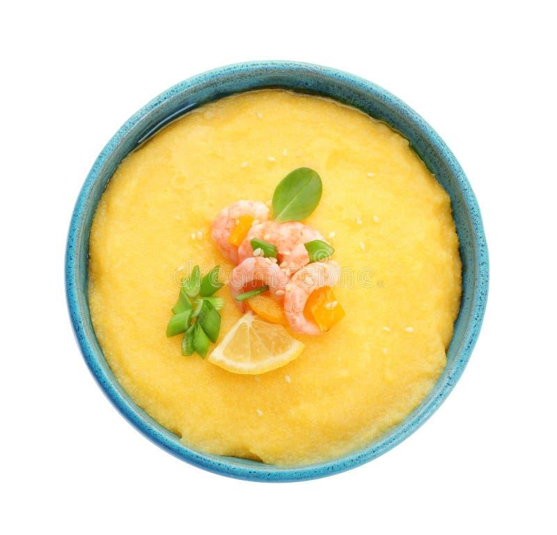 碗用鲜美虾和沙粒 库存照片