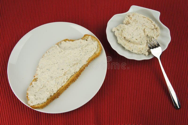 碗面包牌照传播金枪鱼白色 库存照片