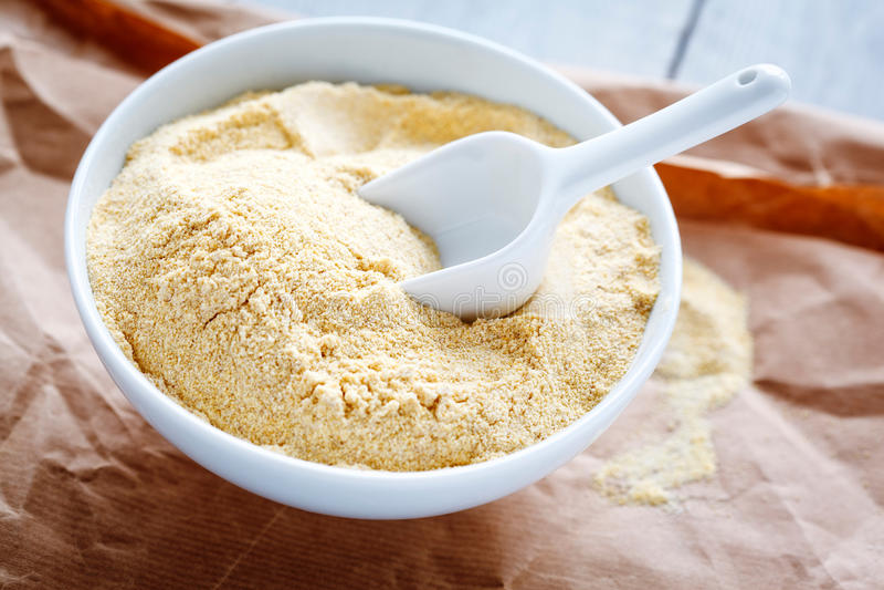 碗鸡豆面粉 库存图片