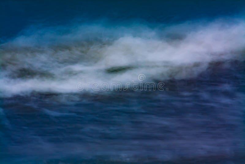 碰撞海洋的波浪 免版税图库摄影