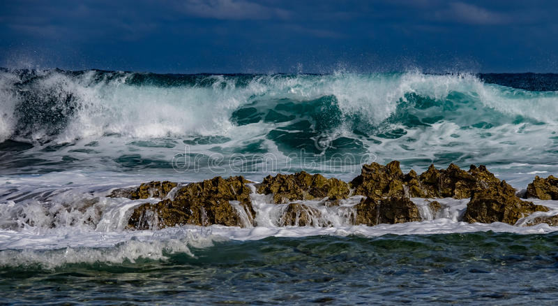 碰撞的波浪-海浪 库存照片