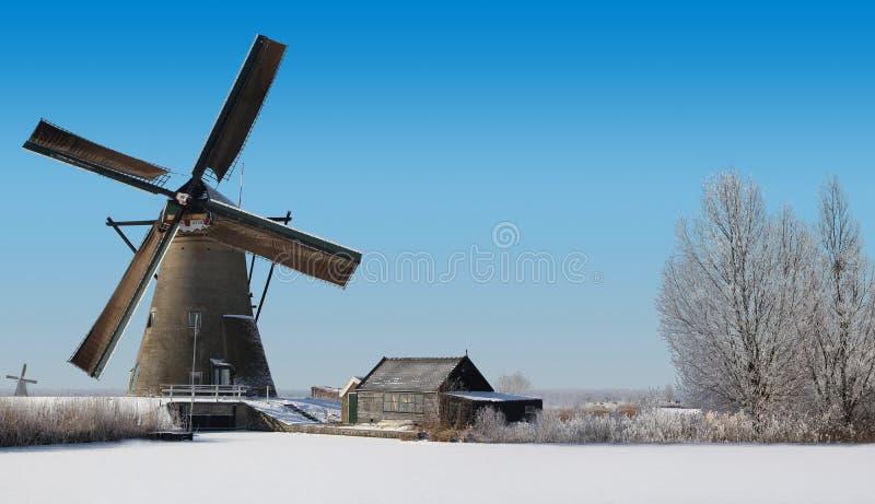 磨房在冬天在荷兰 免版税库存图片