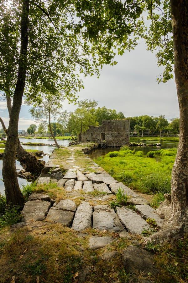 磨房的废墟 免版税库存照片