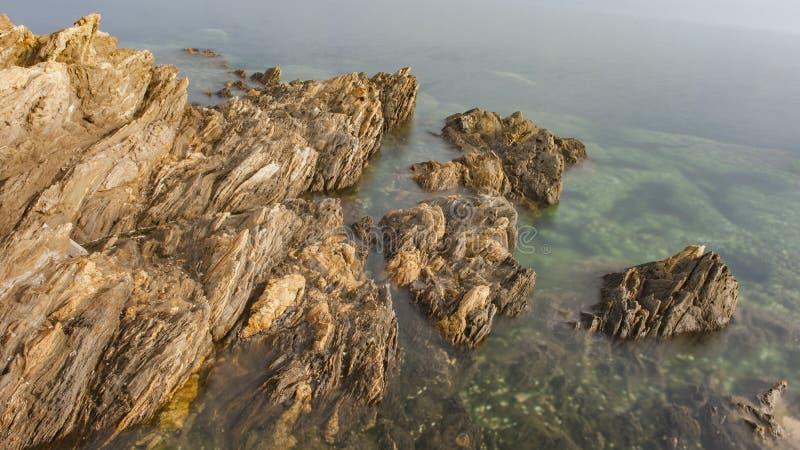 礁石和波浪 图库摄影