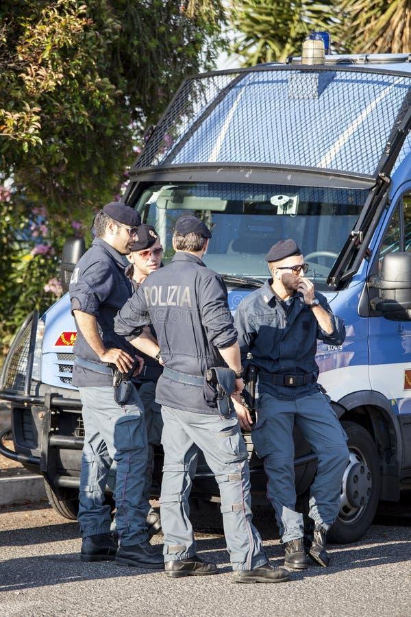 示范和事件的意大利警察 防弹车 库存照片
