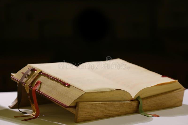 礼拜仪式的书 图库摄影