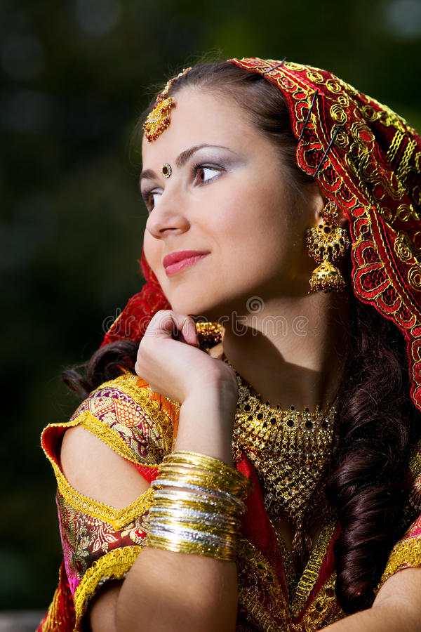 礼服印第安妇女年轻人 免版税库存图片
