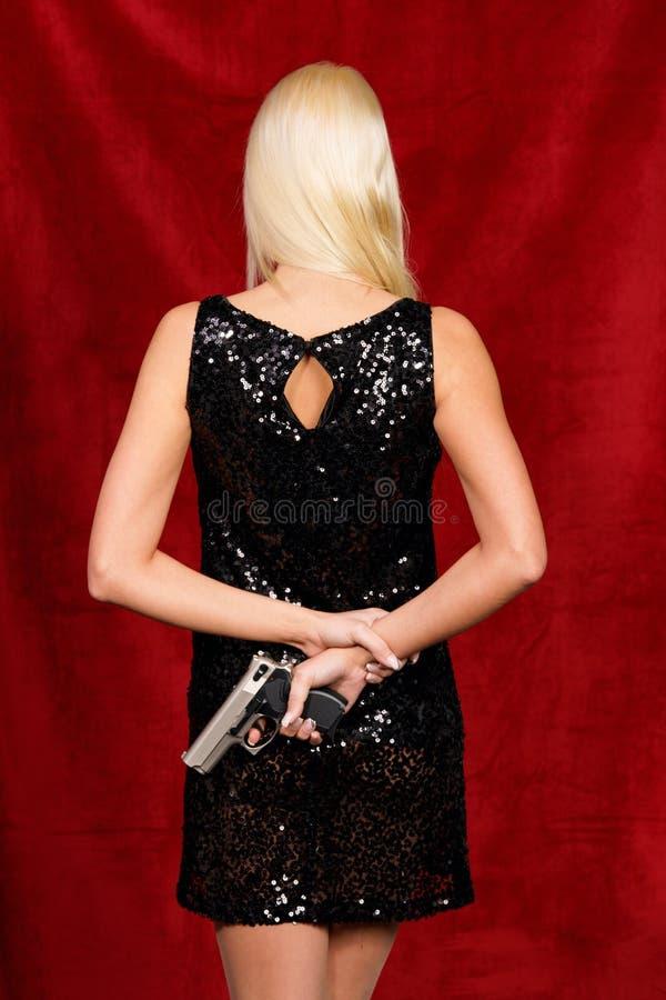礼服夜间隐藏的武器妇女 免版税库存照片