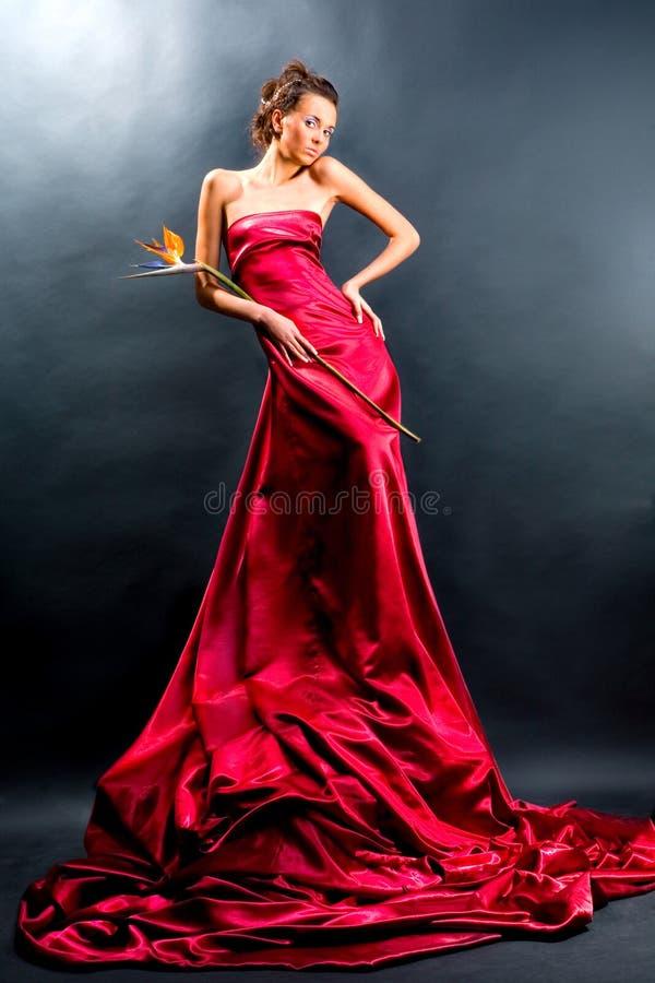 礼服女孩暂挂长的红色 免版税库存图片