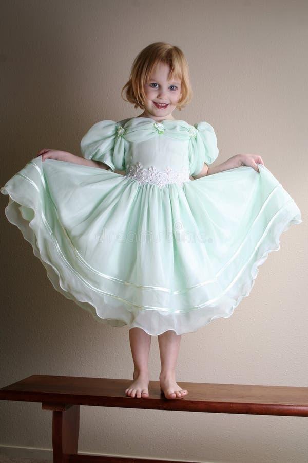 礼服愉快女孩的绿色一点 库存照片