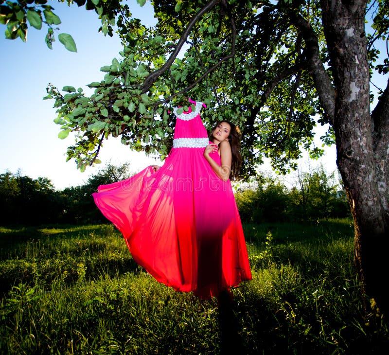 礼服桃红色妇女 免版税库存照片