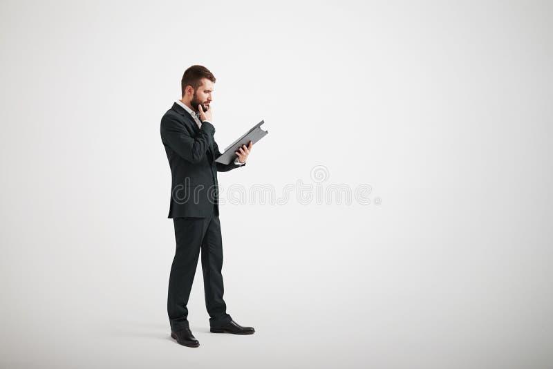 礼服的体贴的人熟悉材料 免版税库存图片