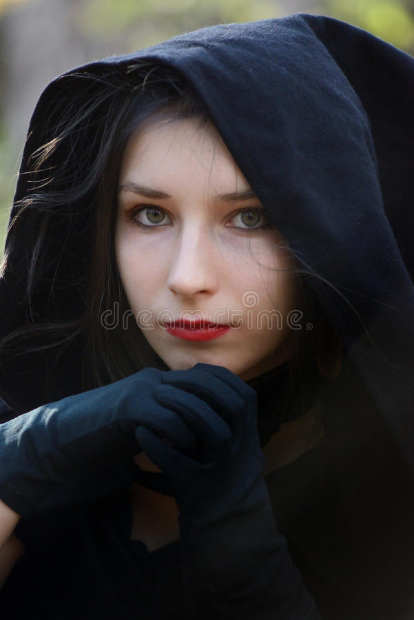 黑礼服的妇女 免版税库存图片