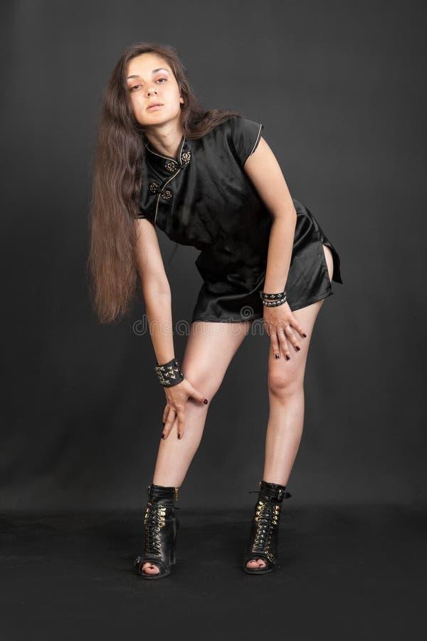礼服的肉欲的女孩 免版税库存图片