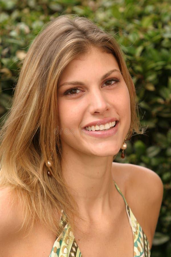 礼服绿色佩带的妇女年轻人 库存照片