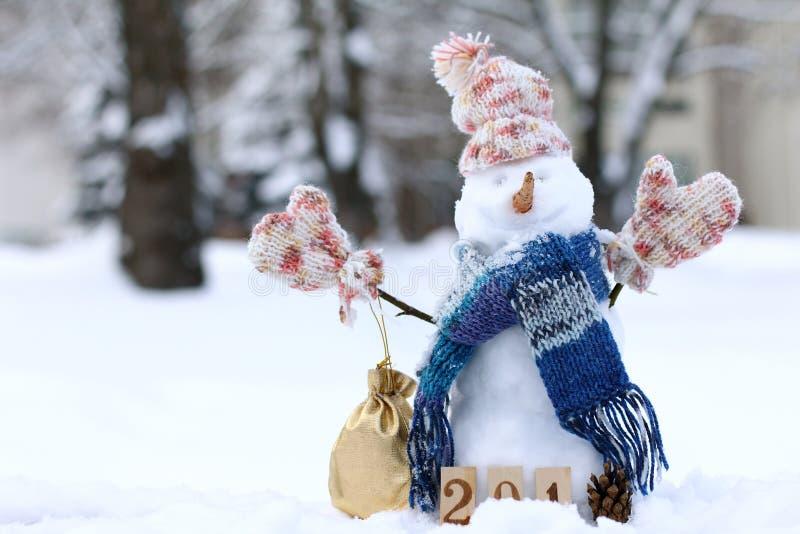 礼物和微笑在寒假 免版税库存照片