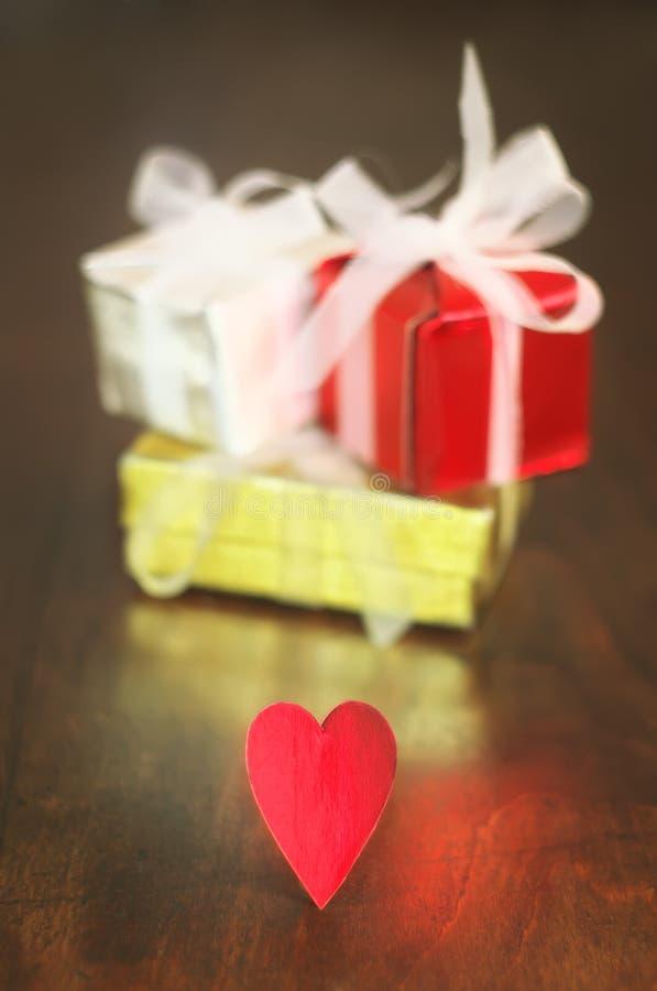 礼物和心脏 免版税图库摄影