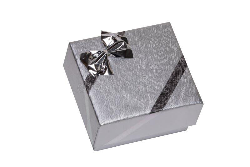 礼物或礼物盒有在白色背景隔绝的银色丝带弓的 生日、华伦泰或者其他假日 库存照片