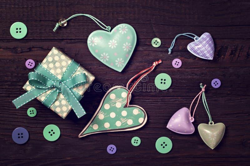 礼物盒和心脏 库存图片