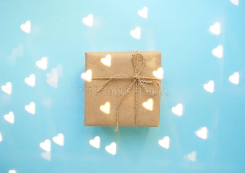 礼物盒栓与在淡色蓝色背景的红色丝带 库存图片