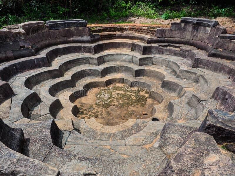 礼节浴的古老荷花池香客的在斯里兰卡 库存图片