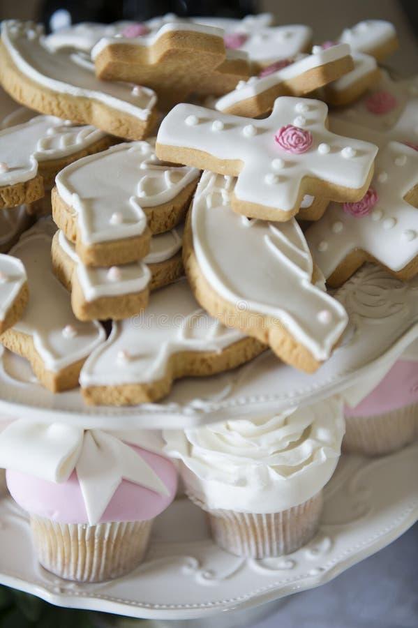 洗礼仪式曲奇饼和杯形蛋糕 图库摄影