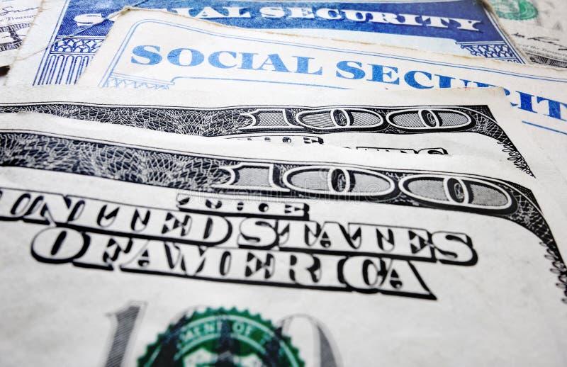 社会保险卡和金钱 免版税库存图片