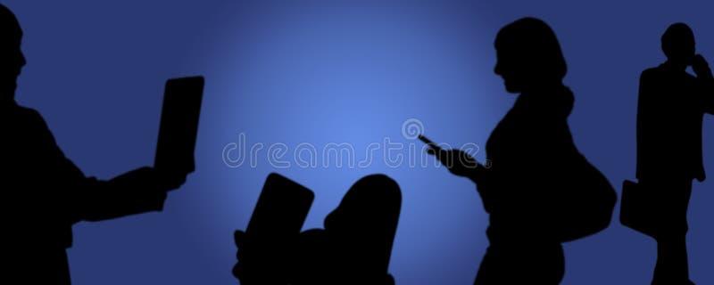 社会媒介,在手中拍与电话的人们照片 库存例证