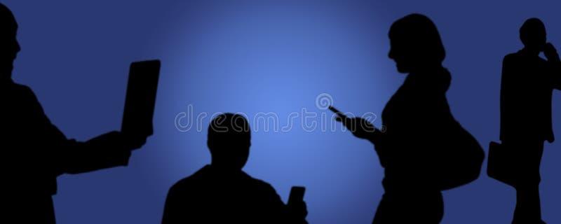 社会媒介,在手中拍与电话的人们照片 免版税图库摄影