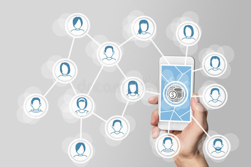 社会网络的货币通过病毒和流动行销用拿着智能手机的手 免版税库存照片