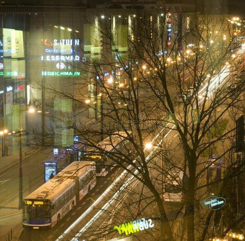 社论帕尔瓦街商城夜场面克拉科夫,波兰 图库摄影