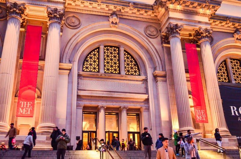 社论:纽约,纽约/美国,2017年11月8日 首都艺术博物馆在纽约在晚上 免版税库存图片