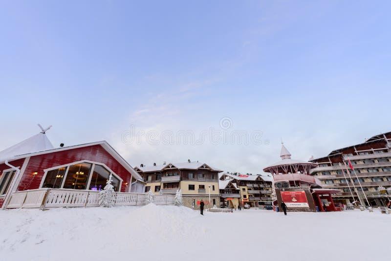社论:Rukatunturi,芬兰,2018年12月28日 在Ruka滑雪的Rukatunturi跳台滑雪的小山在Rukatunturi的冬天季节, 库存照片