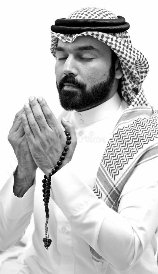 祈祷在圣洁月的阿拉伯男性模型斋月穆斯林祈祷斋月 库存照片