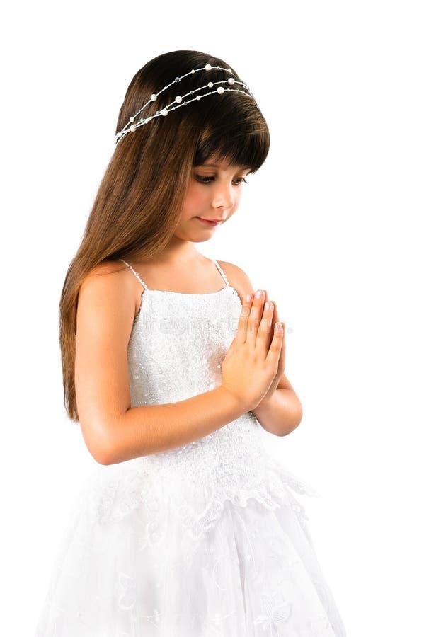 祈祷在白色的美丽的小女孩 库存图片