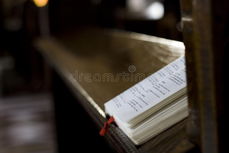 祈祷的书 免版税库存图片