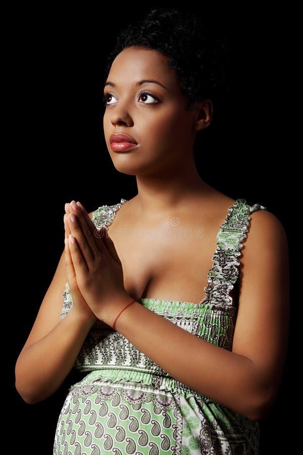 祈祷的孕妇年轻人 免版税库存照片