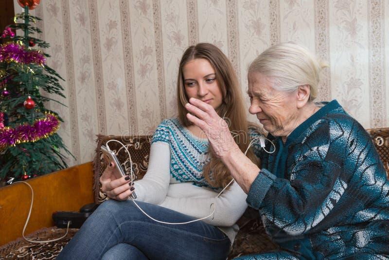 祖母和granddaughte 免版税图库摄影