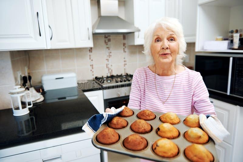 祖母offerinf松饼 库存图片