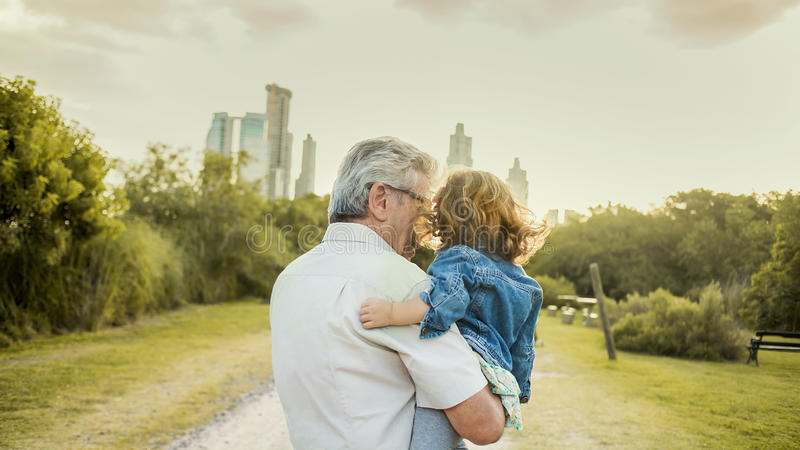 祖父和孩子 免版税库存图片
