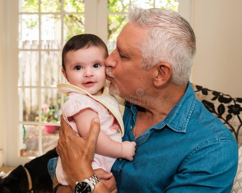 祖父和小孙女 免版税库存照片