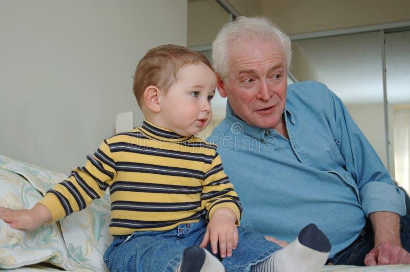 祖父小孩 免版税库存照片