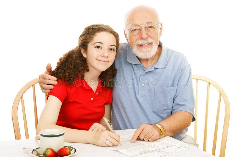 祖父帮助青少年 免版税库存图片