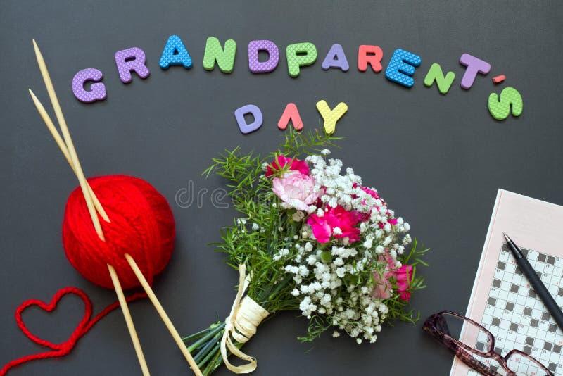 祖父母天与编织的纵横填字谜和花束的摘要概念 库存照片