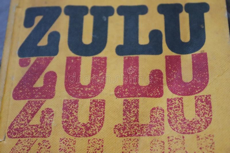 祖鲁族人语言书黄色盖子  库存照片