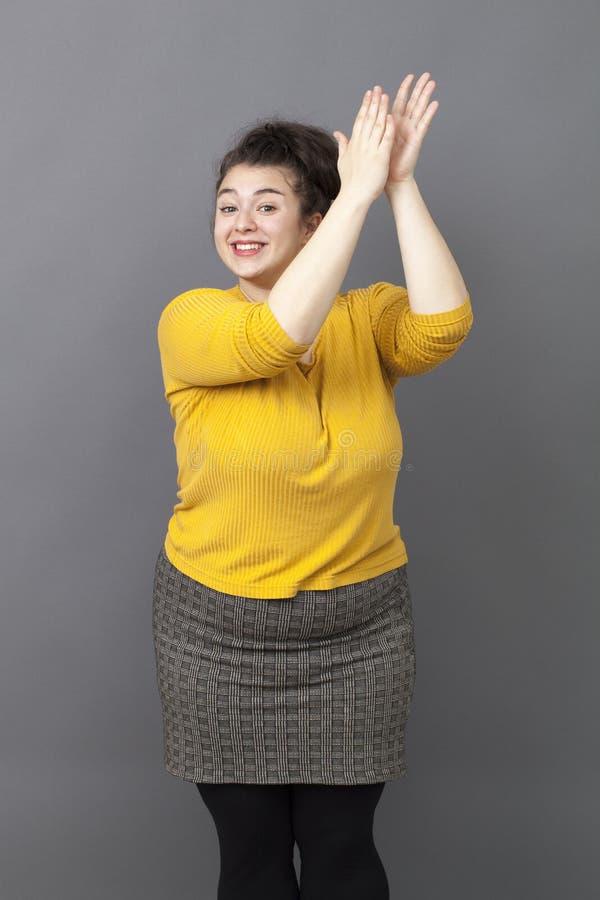 祝贺加上开心的大小妇女与福利 免版税库存图片