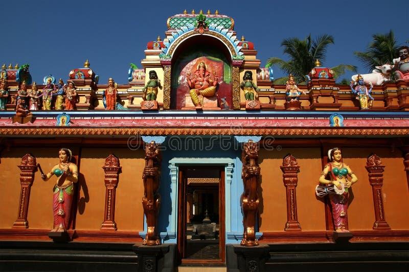 神和女神传统雕象印度寺庙的 库存照片