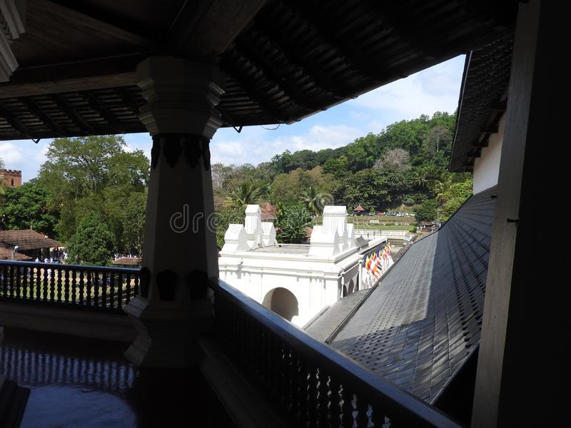 神圣的牙遗物斯里Dalada Maligawa的寺庙在康提,斯里兰卡 位于皇家的细节遗物佛教寺庙 免版税库存照片