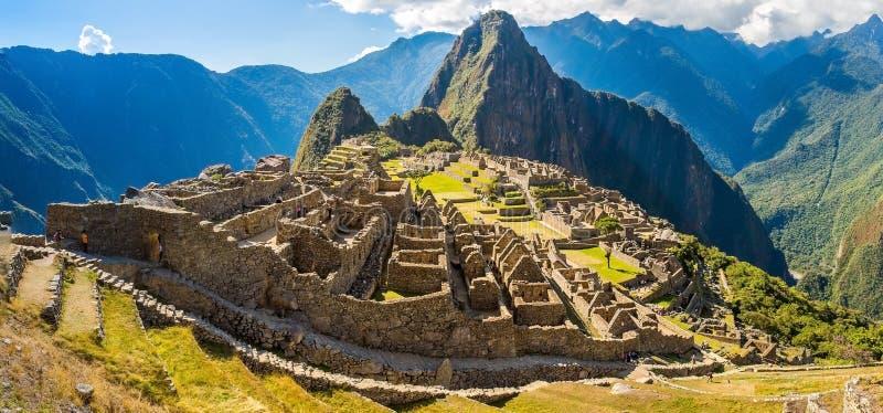 神奇城市-马丘比丘,秘鲁,南美全景。印加废墟。 免版税库存图片