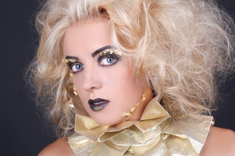 神奇妇女画象有blondie粗野的头发和creati的 免版税库存图片